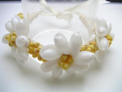 White Bubble Shell with Yellow Mongo Shell Raffia Braelet