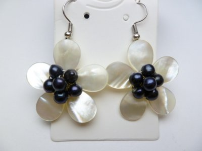 30mm White MOP Flower Shell with Black Pearl Earrings