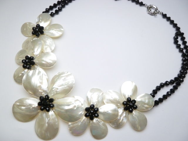 White MOP Flower with Black Crystal Bead Necklace - Click Image to Close
